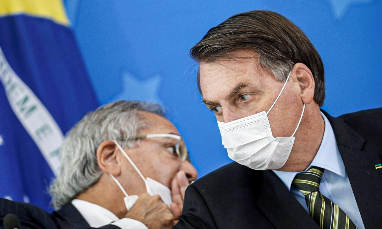 Guedes e Bolsonaro: tema de novo imposto voltou ao centro das discussões por causa do projeto da reforma tributária, que deve ser enviado ao Congresso Nacional na semana que vem (Adriano Machado/Reuters)