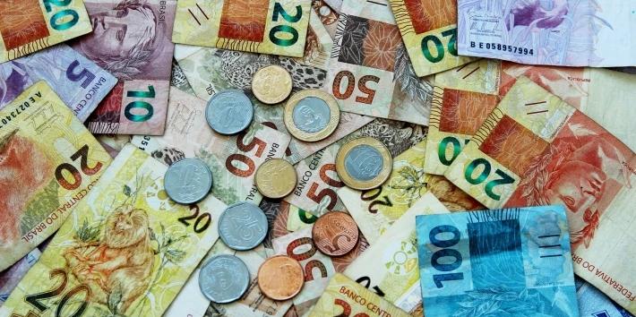 Cédulas e moedas de real: brasileiros estão guardando dinheiro vivo em meio à pandemia. (Joel Santana Joelfotos/ Pixabay)
